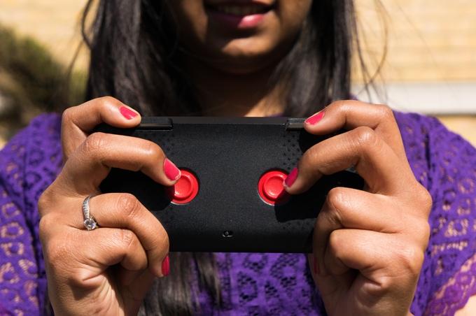 Kini Hadir Casing Smartphone Canggih Untuk Kontroler Game Dan Drone